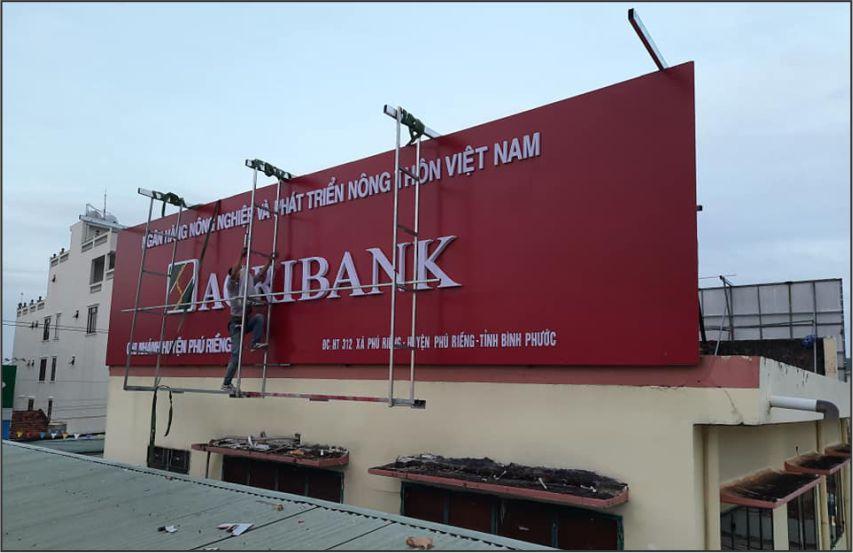 thi công bảng hiệu alu ngân hàng